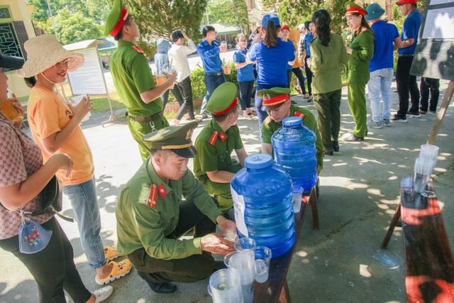 Hơn 1.000 tình nguyện viên tiếp sức mùa thi 2019 khắp nẻo xứ Nghệ - 6