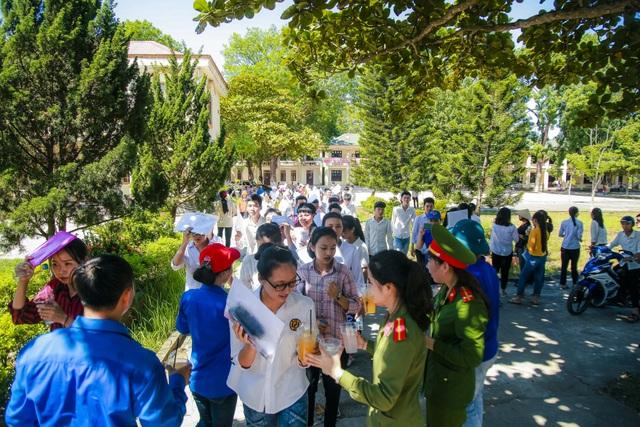 Hơn 1.000 tình nguyện viên tiếp sức mùa thi 2019 khắp nẻo xứ Nghệ - 5
