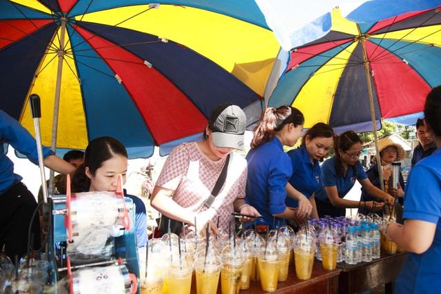 Hơn 1.000 tình nguyện viên tiếp sức mùa thi 2019 khắp nẻo xứ Nghệ - 4