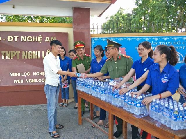 Hơn 1.000 tình nguyện viên tiếp sức mùa thi 2019 khắp nẻo xứ Nghệ - 9