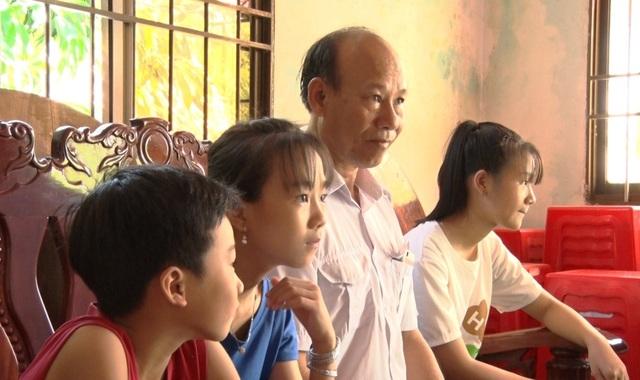 Ông ngoại 60 tuổi vẫn quyết tâm đi thi THPT quốc gia - 2