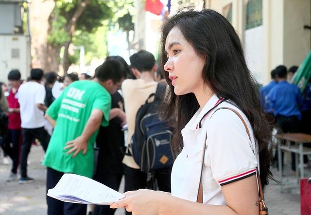 Hot girl trường Trần Phú suýt ngất vì nắng nóng mùa thi - 7