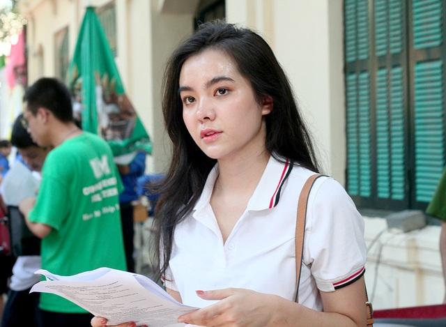 Hot girl trường Trần Phú suýt ngất vì nắng nóng mùa thi - 5