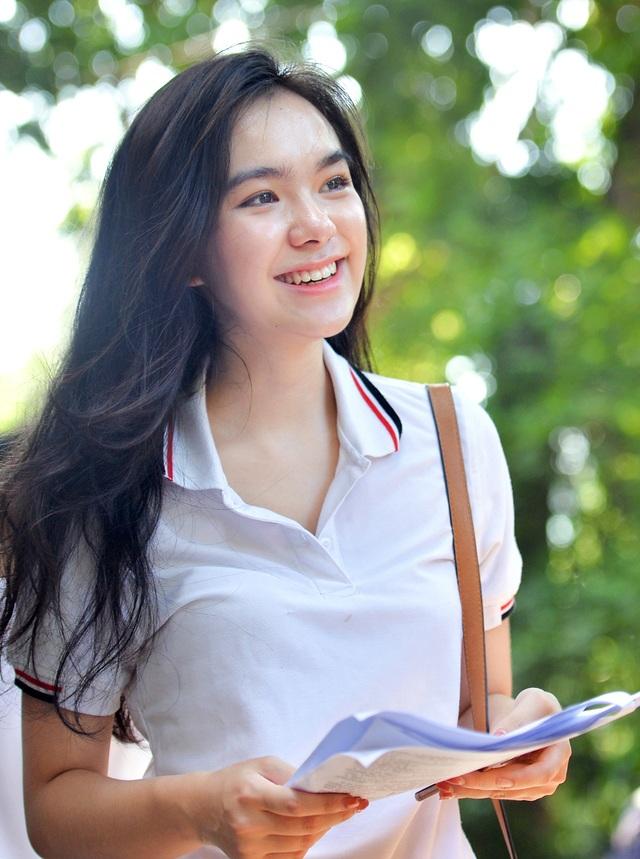 Những thiếu nữ 18 tuổi xinh đẹp như hoa xua tan nắng nóng mệt mỏi mùa thi - 1