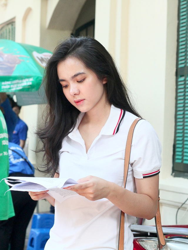 Hot girl trường Trần Phú suýt ngất vì nắng nóng mùa thi - Ảnh 6.