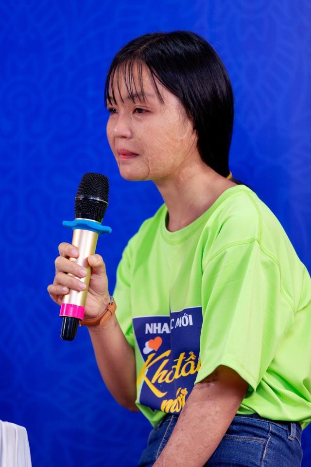 Diễn viên Tú Vi bật khóc khi nghe câu chuyện của các thí sinh khiếm khuyết - 3