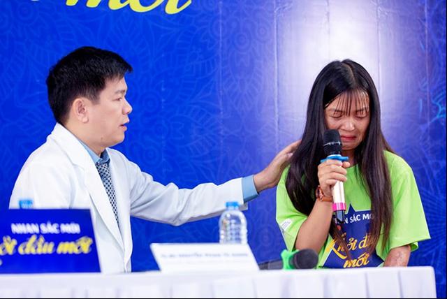 Diễn viên Tú Vi bật khóc khi nghe câu chuyện của các thí sinh khiếm khuyết - 5