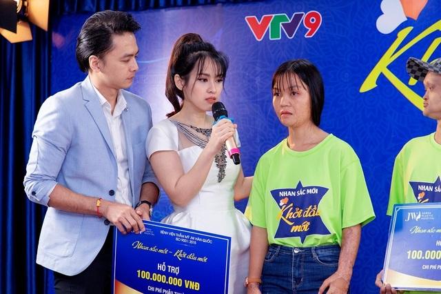 Diễn viên Tú Vi bật khóc khi nghe câu chuyện của các thí sinh khiếm khuyết - 7