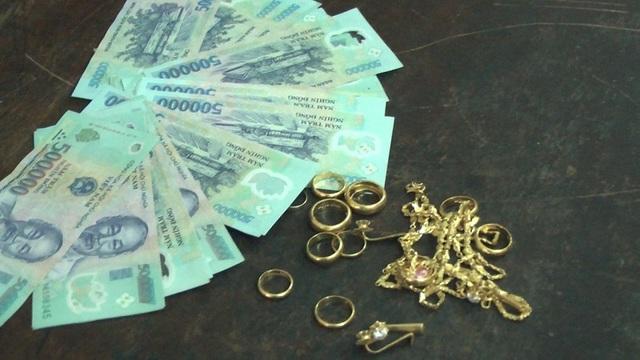 Hàng xóm mở trộm két lấy 4 cây vàng cùng 34 triệu đồng - 2