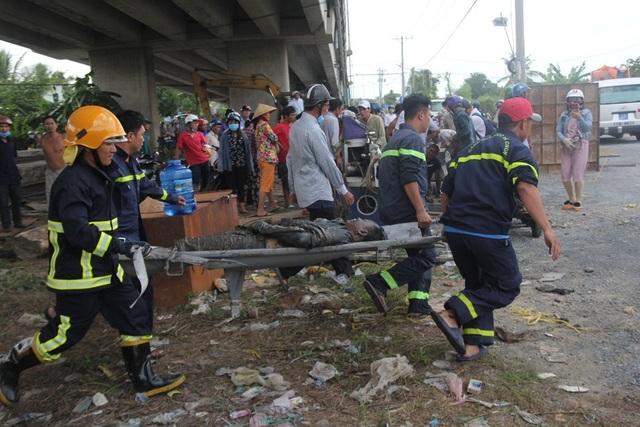 Vụ 2 ô tô rơi khỏi cầu: Do xe cẩu mất phanh, tuột dốc? - 3