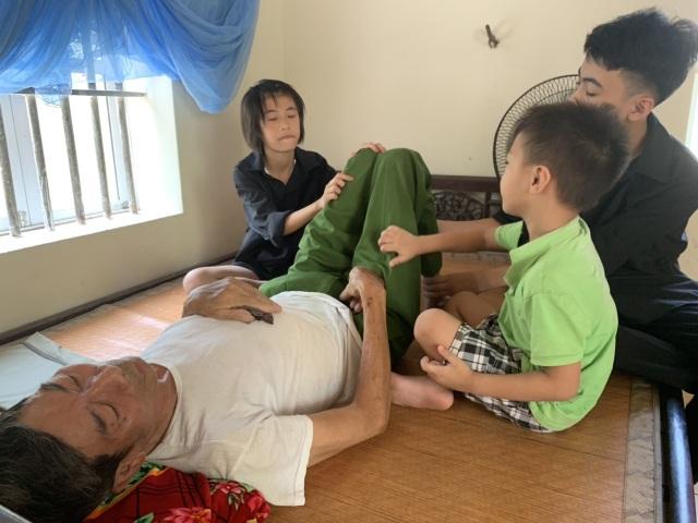 Bố chết thảm, mẹ tâm thần, ba đứa trẻ sống lay lắt không nơi nương tựa - 9