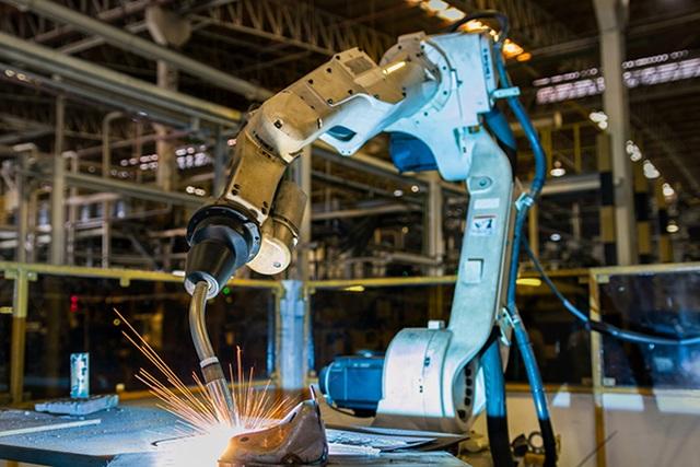20 triệu việc làm vào tay robot vào năm 2030: Lợi hay hại? - 1