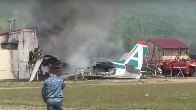 Nga: Máy bay chở 50 người gặp nạn, bốc cháy ngùn ngụt  - 1