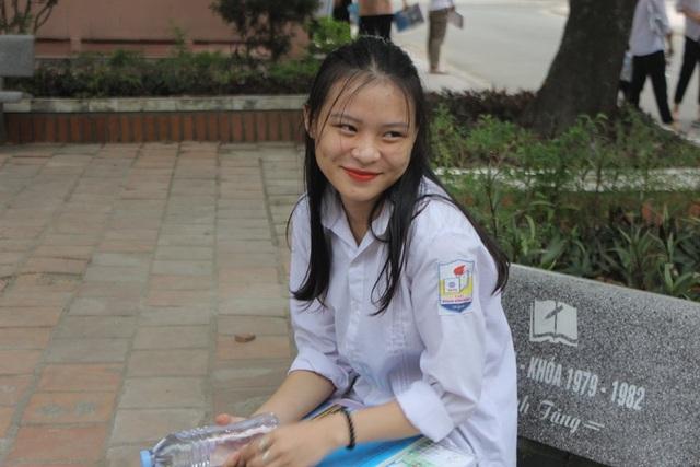 Hà Tĩnh: Dàn thí sinh THPT quốc gia gây thương nhớ vì vẻ ngoài xinh xắn - 12