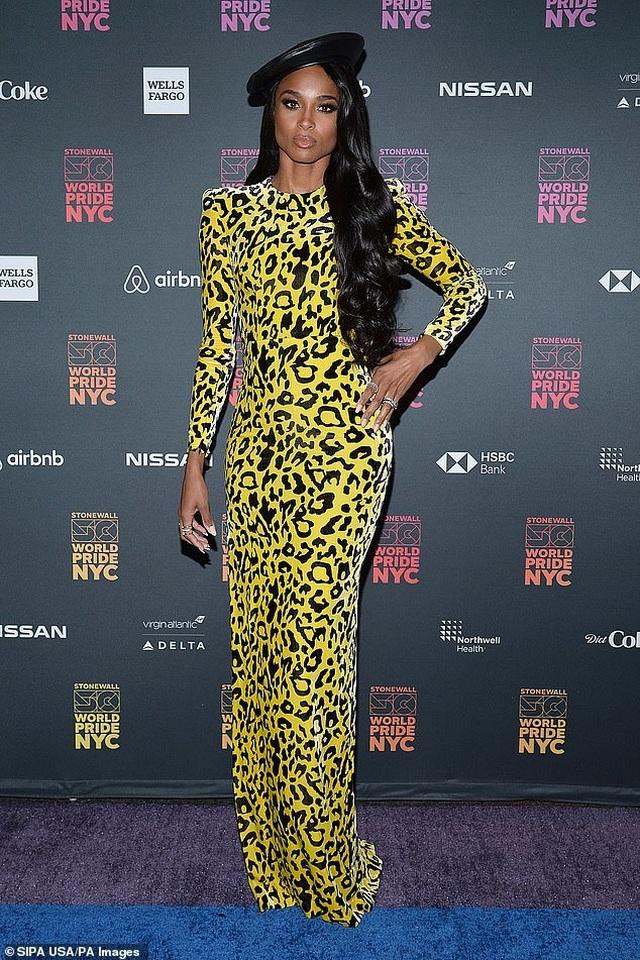 Ciara đẹp bốc lửa với trang phục táo bạo - 4