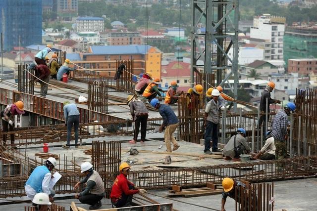 Cuộc sống mưu sinh nguy hiểm của người Campuchia tại công trường xây dựng Trung Quốc - 1