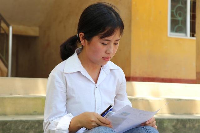Cô bé người H'Mông trèo đèo, lội suối 20km thi THPT quốc gia - 4