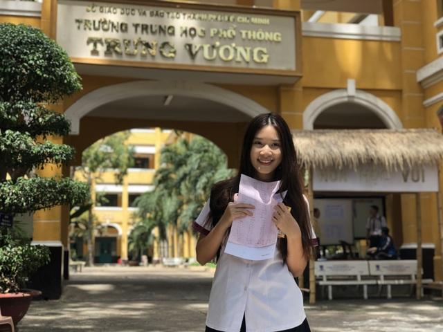 Nữ sinh thi THPT quốc gia hút mọi ánh nhìn với vẻ tươi tắn, trẻ trung - 1
