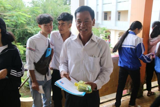 Vượt cả trăm km đi thi, thí sinh MNông 50 tuổi muốn làm gương cho cả buôn làng - 1