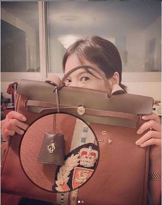 Hình ảnh ngọt ngào của Song Hye Kyo - Song Joong Ki trước khi chia tay - 26