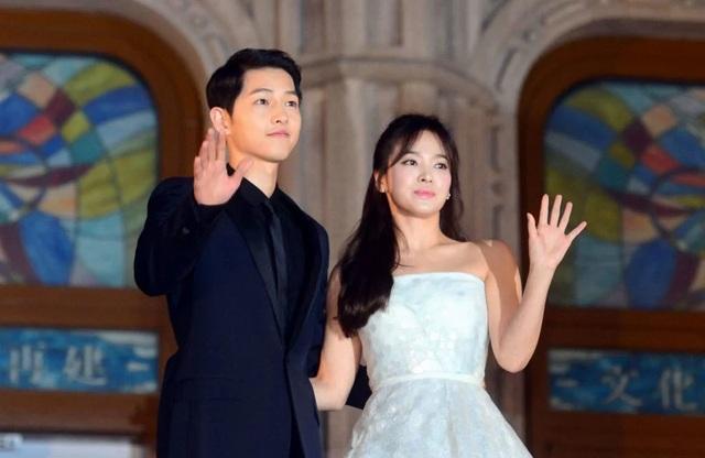 Hình ảnh ngọt ngào của Song Hye Kyo - Song Joong Ki trước khi chia tay - 13