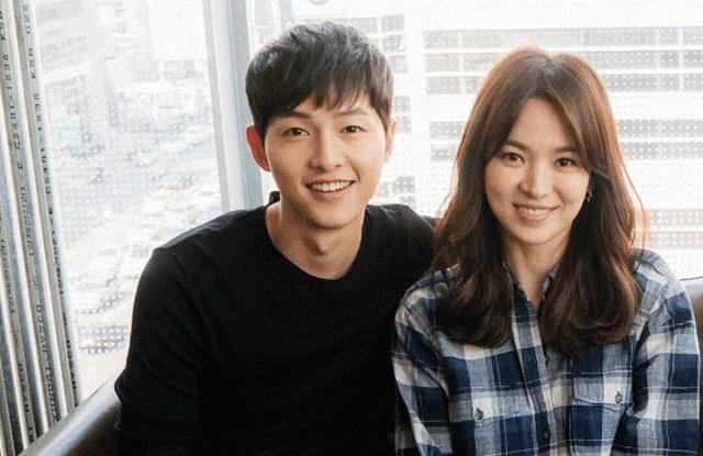 Hình ảnh ngọt ngào của Song Hye Kyo - Song Joong Ki trước khi chia tay - 15