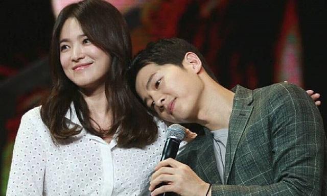 Hình ảnh ngọt ngào của Song Hye Kyo - Song Joong Ki trước khi chia tay - 12