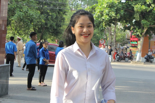 Hà Tĩnh: Dàn thí sinh THPT quốc gia gây thương nhớ vì vẻ ngoài xinh xắn - 10