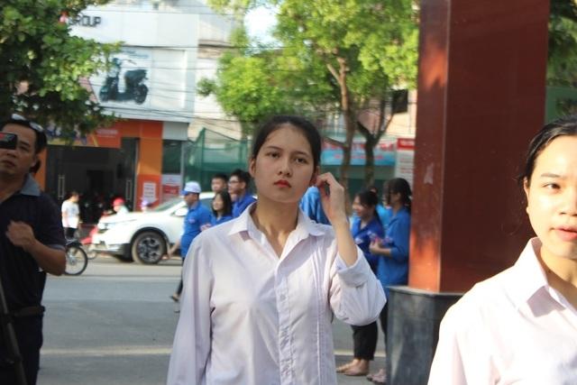 Hà Tĩnh: Dàn thí sinh THPT quốc gia gây thương nhớ vì vẻ ngoài xinh xắn - 1