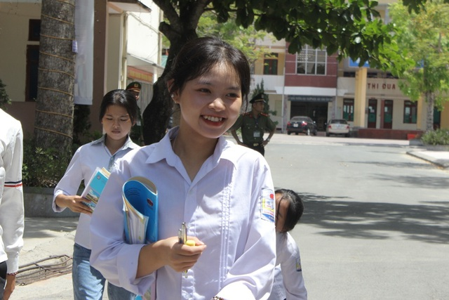 Hà Tĩnh: Dàn thí sinh THPT quốc gia gây thương nhớ vì vẻ ngoài xinh xắn - 7