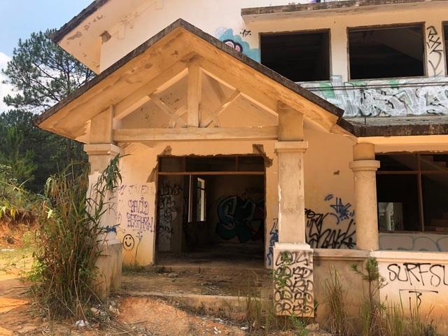 Hàng chục biệt thự cao cấp bị bỏ hoang ở hồ Tuyền Lâm - 12