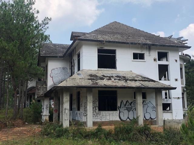 Hàng chục biệt thự cao cấp bị bỏ hoang ở hồ Tuyền Lâm - 10
