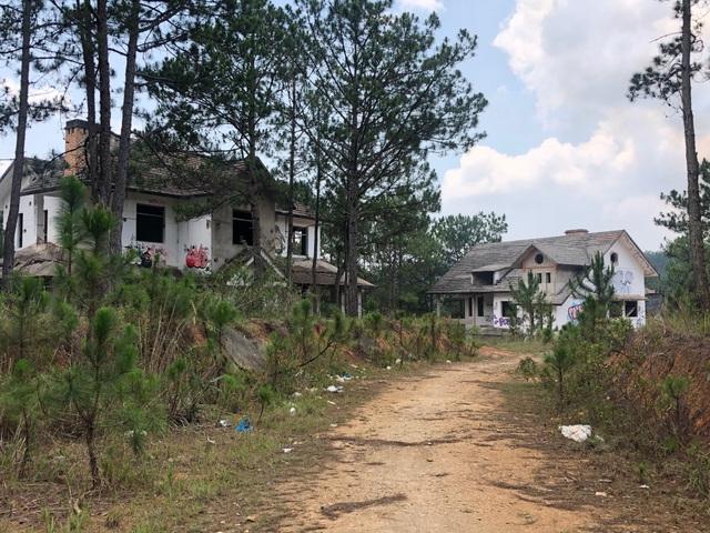 Hàng chục biệt thự cao cấp bị bỏ hoang ở hồ Tuyền Lâm - 2