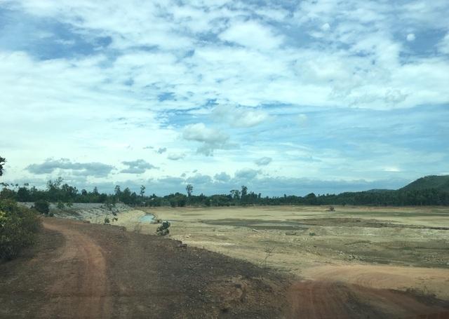 Miền Trung hạn hán kéo dài, đập cạn, người khát, ruộng khô - 8