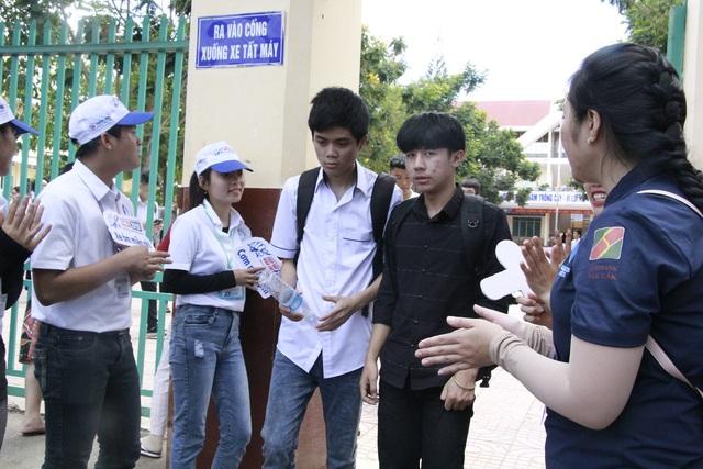 Những hình ảnh đẹp về tiếp sức mùa thi tại Đắk Lắk - 5