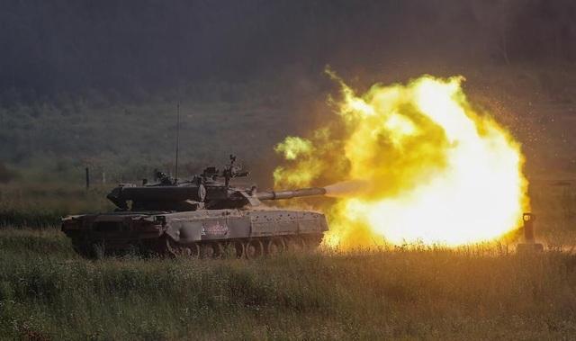 Ấn tượng dàn vũ khí Nga khai hỏa tại triển lãm quân sự - 1