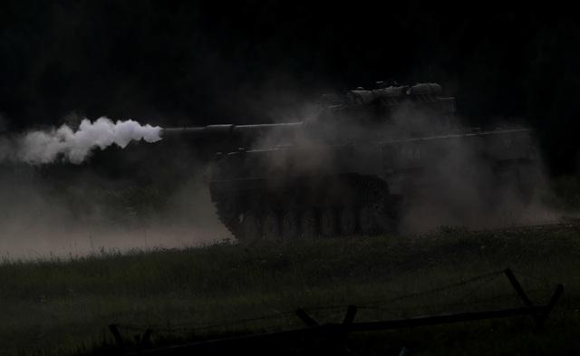 Ấn tượng dàn vũ khí Nga khai hỏa tại triển lãm quân sự - 10