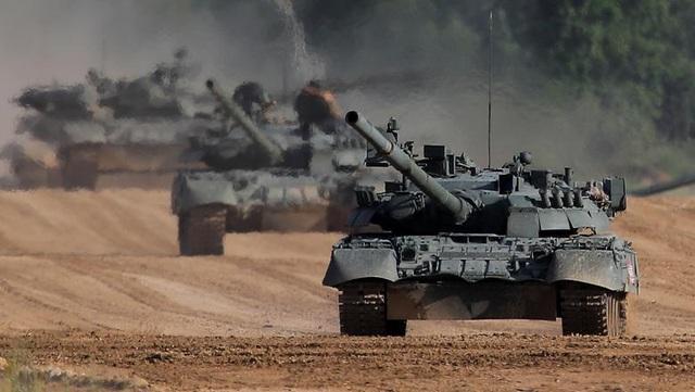 Ấn tượng dàn vũ khí Nga khai hỏa tại triển lãm quân sự - 4