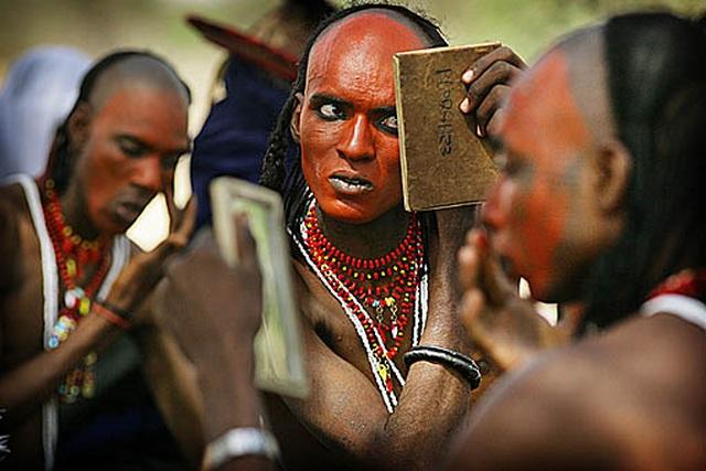 Nơi đàn ông được phép làm đẹp, gây ấn tượng để cướp vợ người khác - Ảnh minh hoạ 2