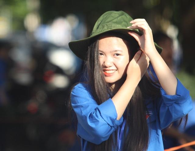 Rạng rỡ nụ cười xua tan nắng nóng mùa thi xứ Nghệ - 8