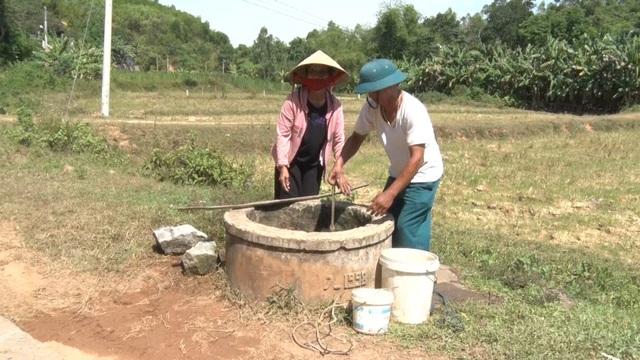 Miền Trung hạn hán kéo dài, đập cạn, người khát, ruộng khô - 9