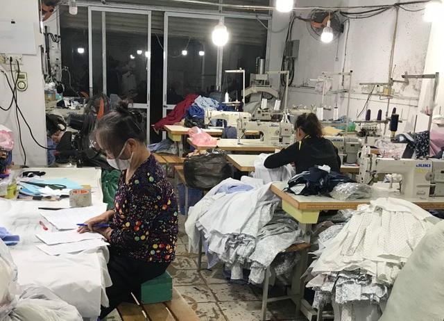Bán quần áo ế ẩm, dân buôn giảm nhập một nửa hàng Trung Quốc - 2