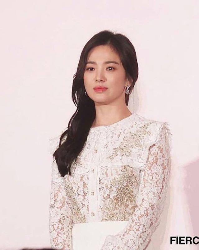 Hình ảnh ngọt ngào của Song Hye Kyo - Song Joong Ki trước khi chia tay - 25