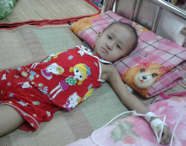 Xót thương bé 5 tuổi quằn quại chống chọi với những cơn đau do bệnh ung thư - 5