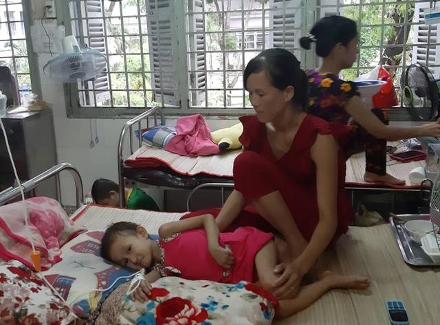 Xót thương bé 5 tuổi quằn quại chống chọi với những cơn đau do bệnh ung thư - 8