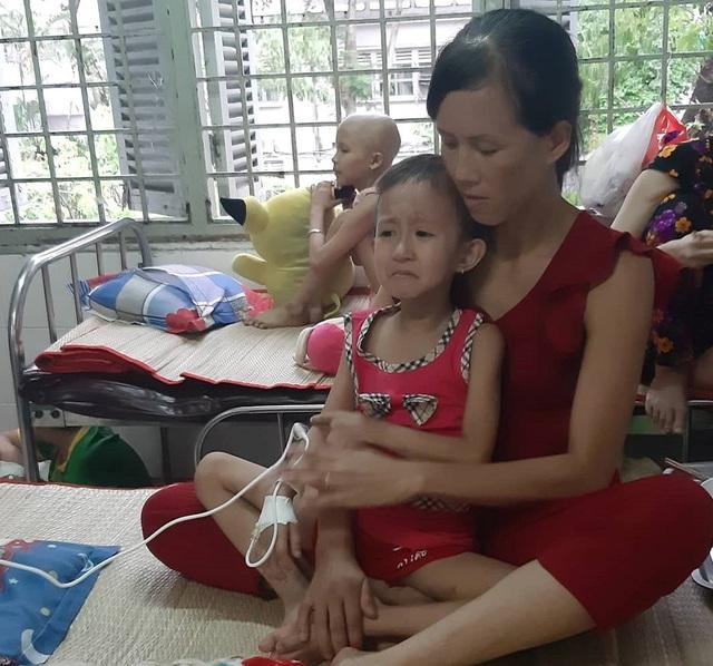 Xót thương bé 5 tuổi quằn quại chống chọi với những cơn đau do bệnh ung thư - 4