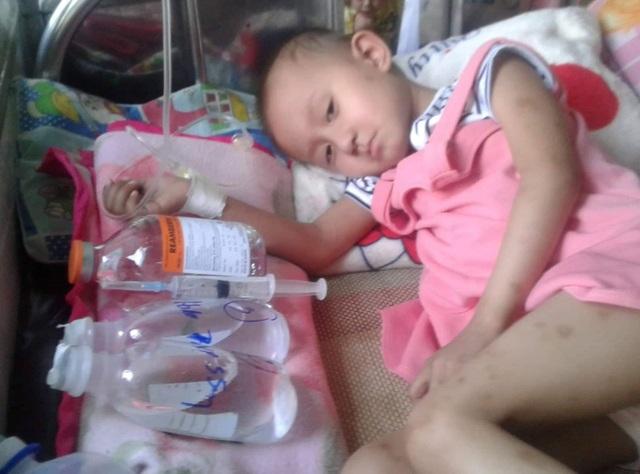 Xót thương bé 5 tuổi quằn quại chống chọi với những cơn đau do bệnh ung thư - 2