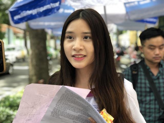 Nữ sinh thi THPT quốc gia hút mọi ánh nhìn với vẻ tươi tắn, trẻ trung - 5