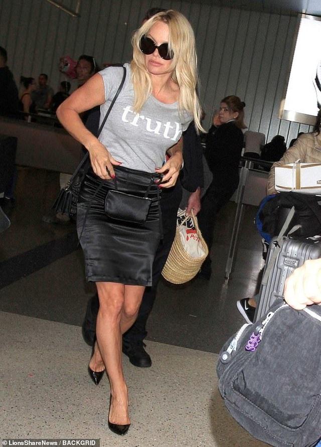 Pamela Anderson tái xuất sau khi tố bồ trẻ lừa tình - 2