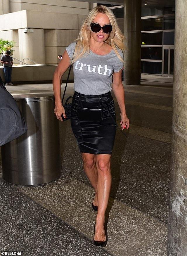 Pamela Anderson tái xuất sau khi tố bồ trẻ lừa tình - 1